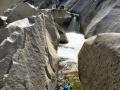 Bald Rock canyon: celá řeka je zablokovaná oblostkými skalními bloky