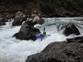 Sumulta: Tomáš na posledním obtížném úseku řeky