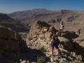 Wadi Bani Khalid: cestou na hřeben podél treku na pobřeží