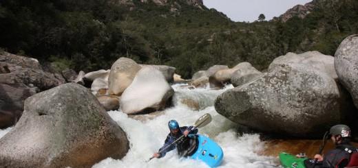 czLower-Liamone-Venca-dokončuje-jednu-z-peřejí-enLower-Liamone-Venca-finishing-one-of-the-rapids
